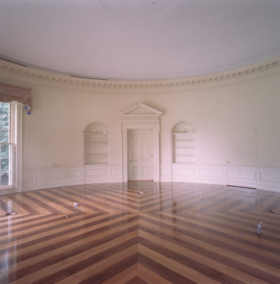 An empty Oval Office is photographed Aug. 17, 2001. Photo by Tina Hager, Courtesy George W. Bush Presidential Library & Museum
