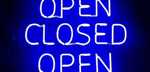 neon open closed open sign